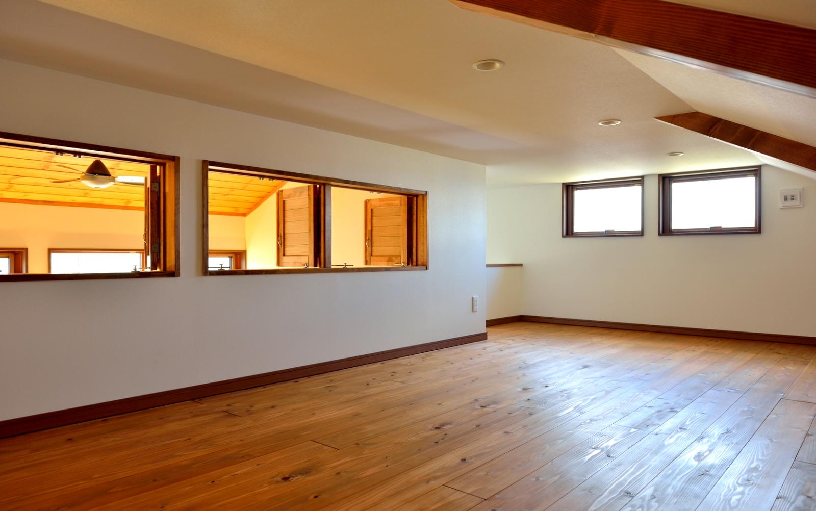 屋根裏スペースは蔵をイメージした多目的な空間